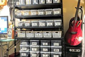 100均のケースを中心に、溢れかえるモノを分類、整理、収納してみました。