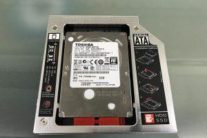 CD-Rドライブ・ベイを利用してHDD/SDDドライブを増設、データ領域を確保